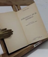 Extranjeros en el universo - Clifford D. Simak